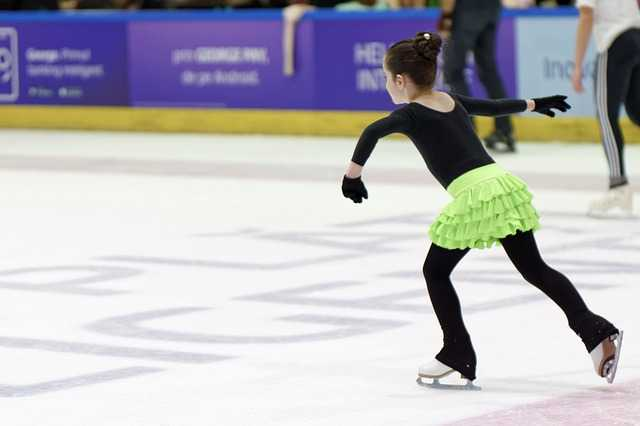 Jupe patineuse : comment porter une jupe patineuse taille haute?
