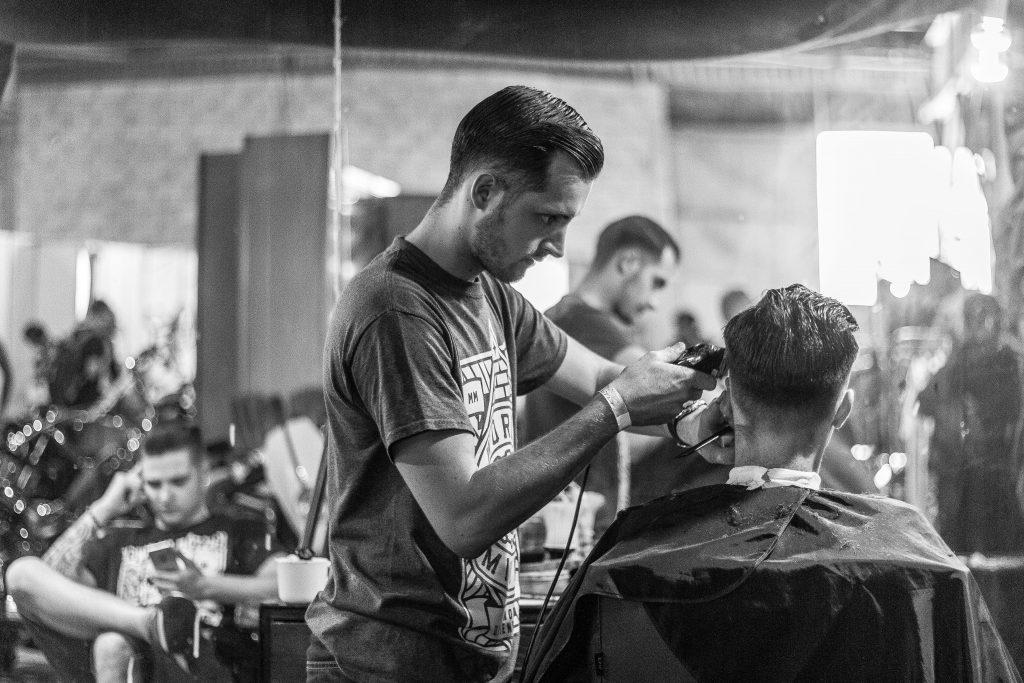 Comment faire une coupe Pompadour homme ?